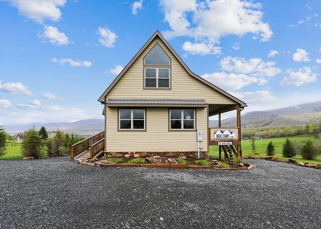 Great views Central location Many extras~The perfect Canaan Valley Base Camp!, alquiler vacacional en Davis