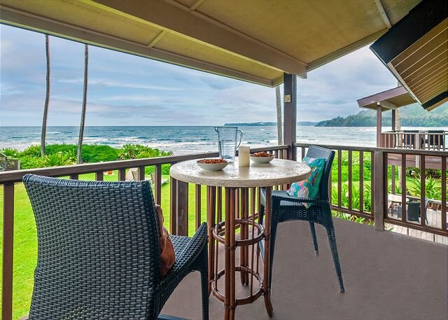 Hanalei Colony Resort J3 - 10 steps to the sand, oceanfront views all around!, alquiler vacacional en Haena