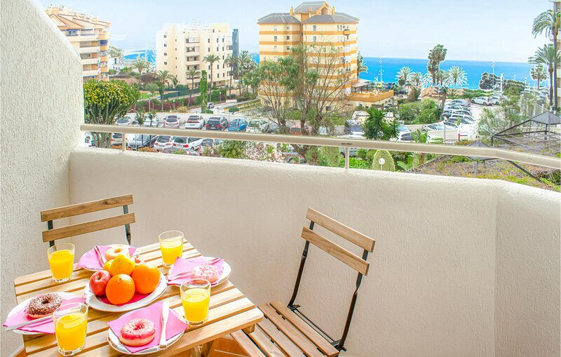 Amazing apartment in Benalmádena Costa with Indoor swimming pool, WiFi and Outd, vakantiewoning in Torrequebrada