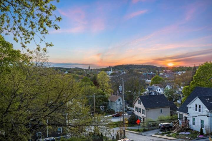 New! Sunset Suite: near beaches, walk to historic downtown, eateries, boutiques,, aluguéis de temporada em West Newbury