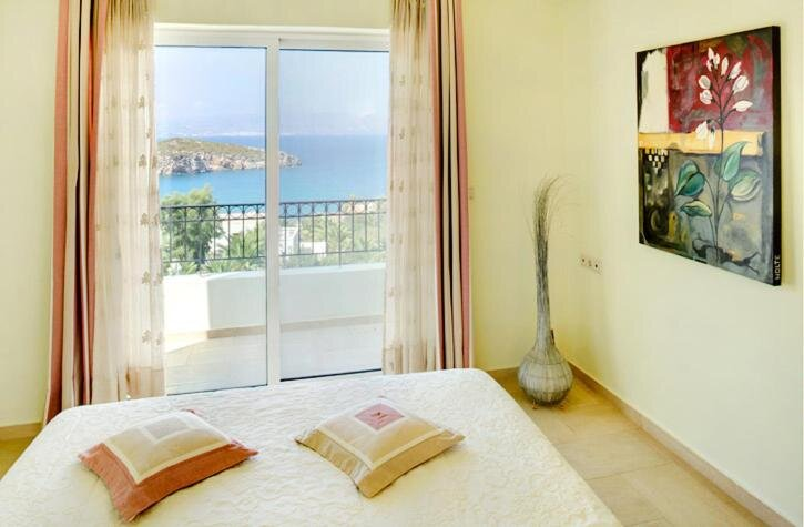 Villa Ares with private pool and a spectacular seaview, casa vacanza a Istron