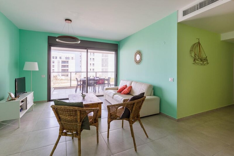 Achziv Beach Living Vacation Apartment, holiday rental in Manot