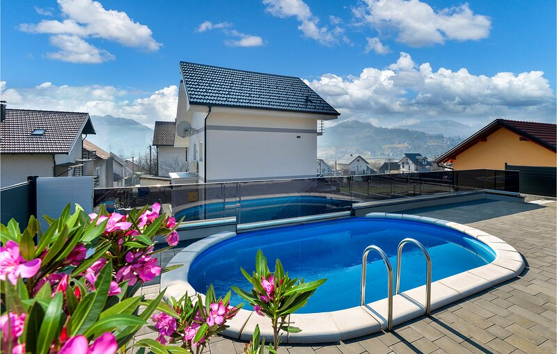 Awesome home in Cresnjevec with Outdoor swimming pool, WiFi and 2 Bedrooms (CCC2, holiday rental in Tuhelj