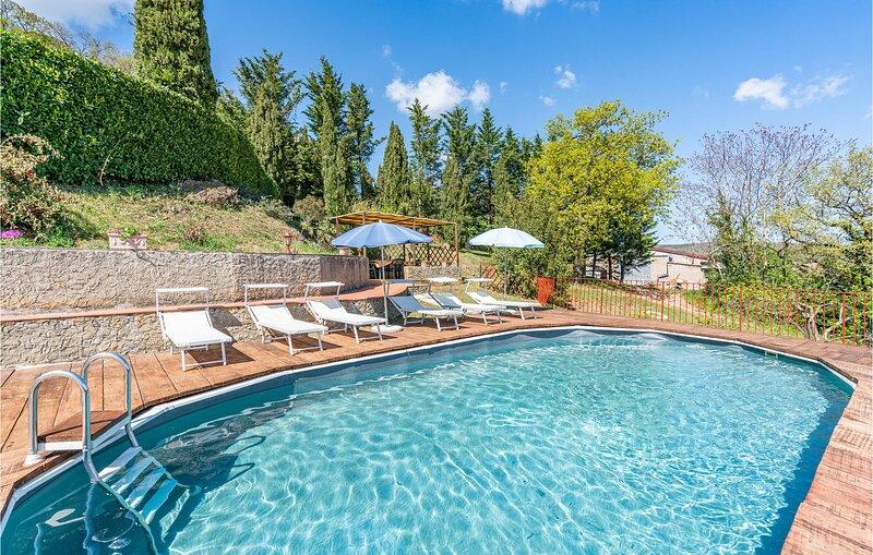Nice apartment in Radicondoli with Outdoor swimming pool, WiFi and 3 Bedrooms (I, alquiler de vacaciones en Montalcinello