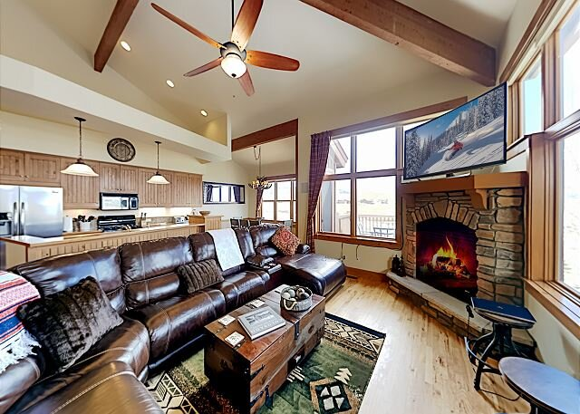 Granby Ranch Retreat | Den, 2 Decks, Grill, Mountain & Golf Course Views, holiday rental in Parshall