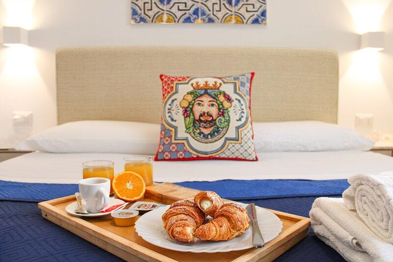 Duca d'Aosta Terrace - Appartamento con grandi terrazze vista mare, vacation rental in Sant'Agata di Militello