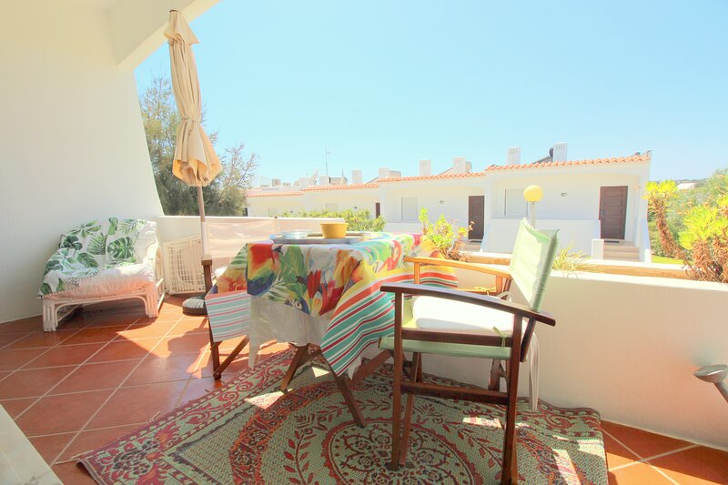Appt With Pool And Terrace - Porches, holiday rental in Caramujeira