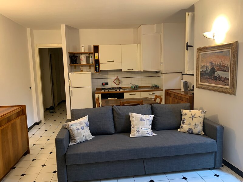Renovated 1 bed flat in the center, 200m to sea, casa vacanza a Levanto