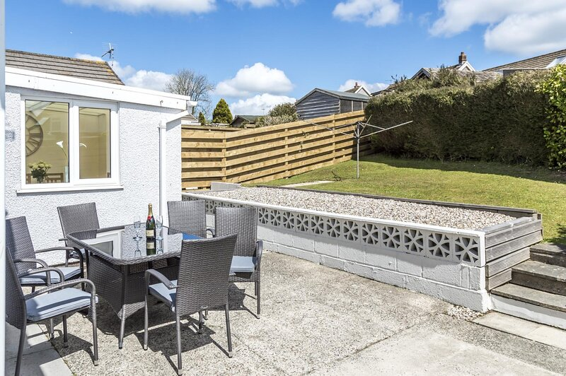 The Cwtch - 3 Bedroom Holiday Home - Pentlepoir, holiday rental in Dartford