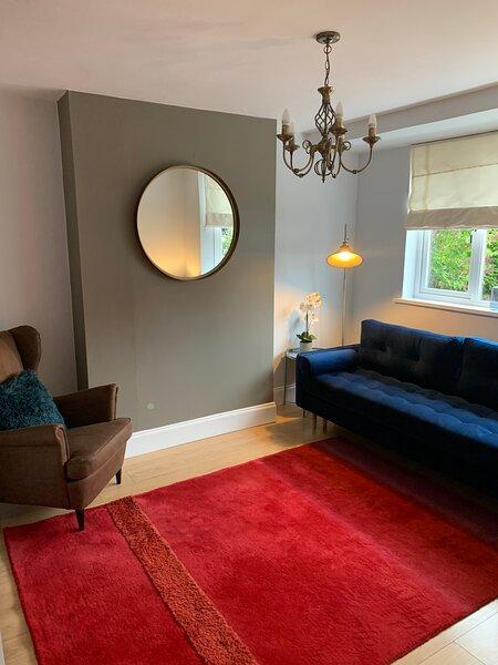 BEAUTIFUL SEMI DETACHED WITH PRETTY GARDEN, holiday rental in Hinckley