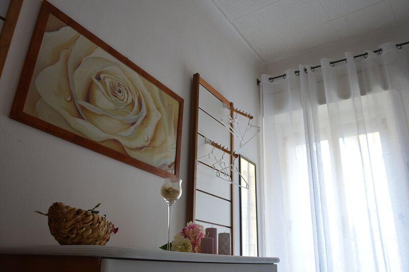 Spacious apartment with balcony, casa vacanza a Caltagirone