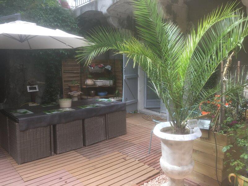 MAISON DE MAITRE AVEC 3 APPARTEMENTS QUI PEUVENT ETRE LOUE SEPAREMENT, location de vacances à Gorniès