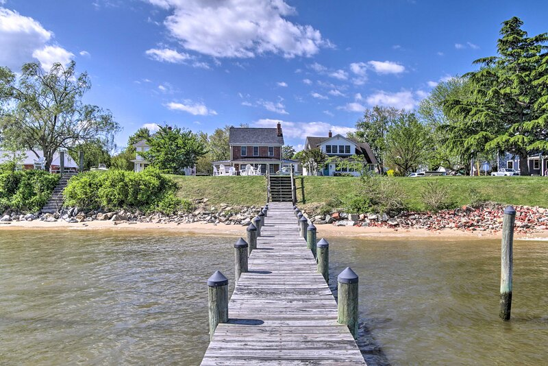 NEW! Beautiful Colonial Home on the Choptank River, holiday rental in Woolford