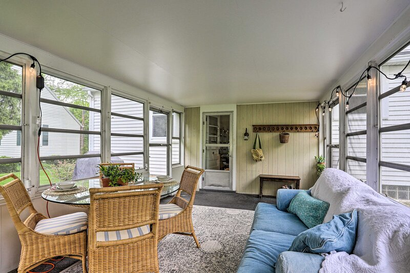 Furnished Screened Porch