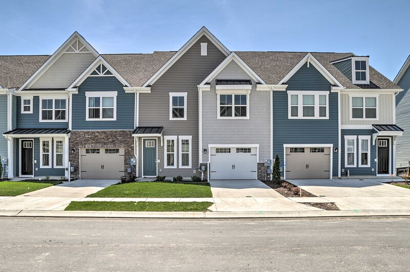 Townhome in Bishop's Landing - 5 Miles to Beach!, location de vacances à Frankford