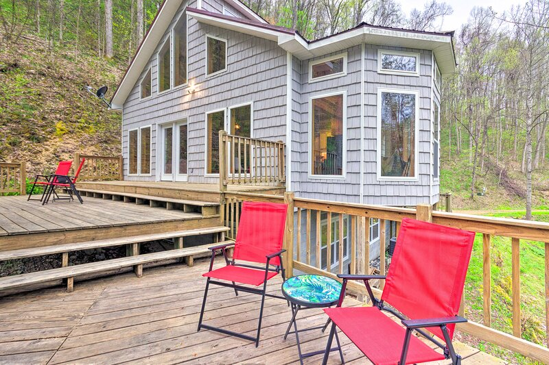 NEW! Peaceful North Carolina Retreat w/ Game Room!, alquiler vacacional en Hot Springs