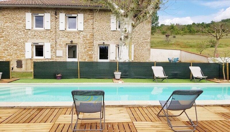 Gîte de campagne avec piscine - La Ferme d'Amédée, location de vacances à Beaurepaire
