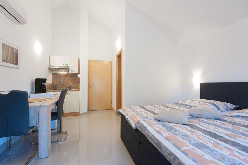 Apartments Emira, Ferienwohnung in Debeljak
