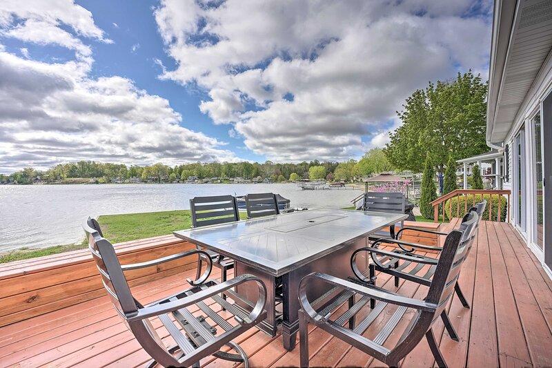 Benton Harbor Lake Home w/ Dock: Newly Remodeled!, holiday rental in Berrien Springs