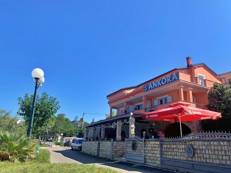 Apartments Koraljka, holiday rental in Silo