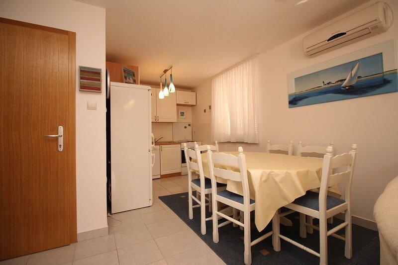 Apartment GROSIC B. (GORICA), location de vacances à Jurandvor