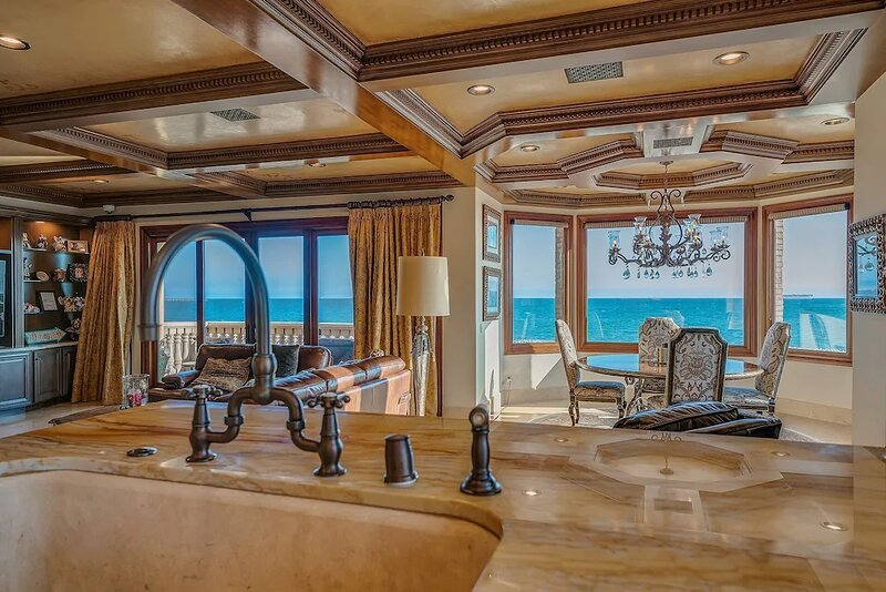 Executive Beach Front Home, holiday rental in Belmont Shore