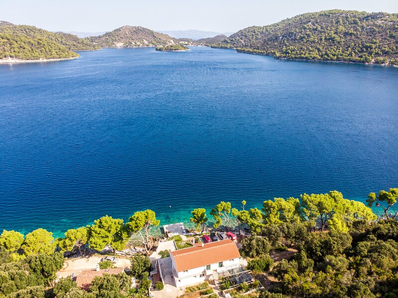 Apartments Luka, vacation rental in Ubli