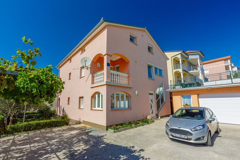 Apartments Marissimo, holiday rental in Crikvenica
