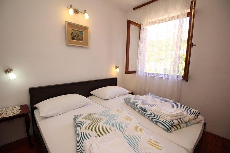 Apartments KUCAR ROBERT, holiday rental in Jurandvor