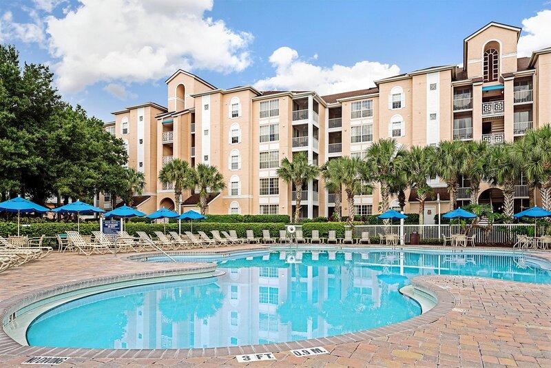 Family-Friendly Condo w/ Resort Pools, Mini-Golf & 1 Mile to Disney, holiday rental in Bay Lake