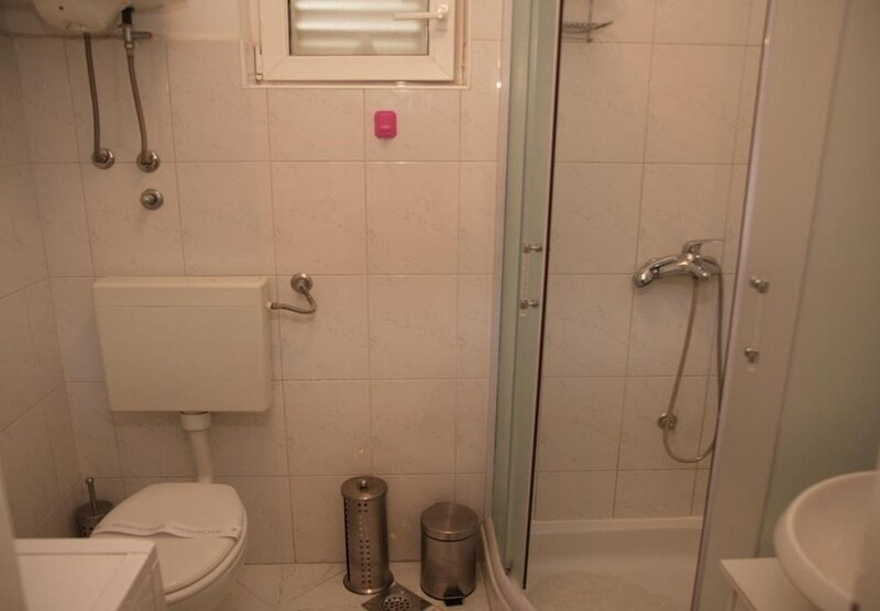 1- Red(4): bathroom with toilet