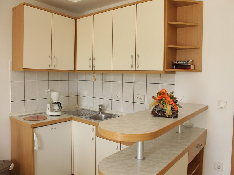 Apartments NEVEN, holiday rental in Kamenjak
