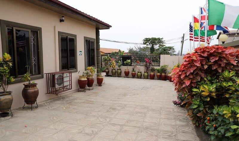 Perriman Guest House -Standard Double, casa vacanza a Kasoa