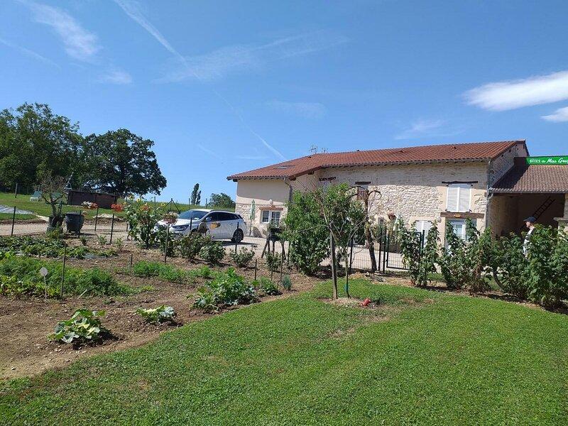 Location Gîte Tossiat, 3 pièces, 4 personnes, holiday rental in Saint-Martin-du-Mont