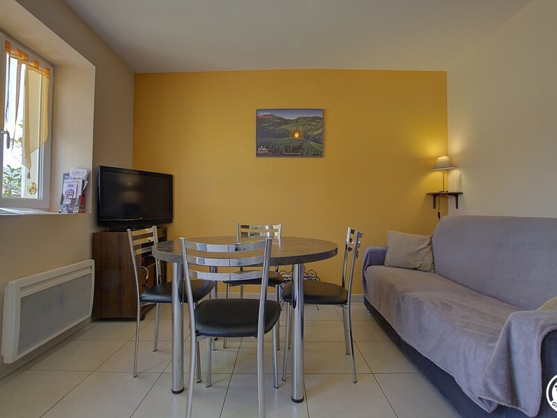 Location Gîte Tossiat, 2 pièces, 4 personnes, holiday rental in Saint-Martin-du-Mont