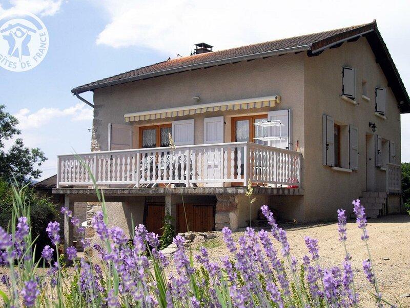 Location Gîte La Tuilière, 4 pièces, 8 personnes, holiday rental in Champoly