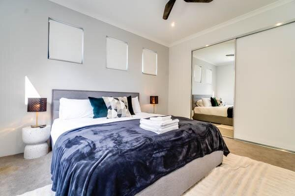 Stylish Belmont Beauty New Property for Families, holiday rental in Maida Vale