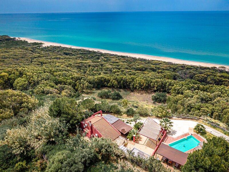 Villa with private pool, close to the beach, immersed in a Naturalistic Reserve, casa vacanza a Eraclea Minoa