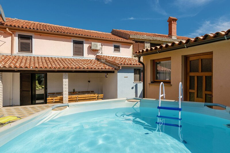 Holiday House Bacchini with pool, casa vacanza a Marcana
