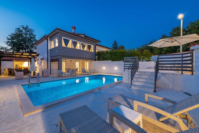 Villa Samuel with pool, holiday rental in Veleniki