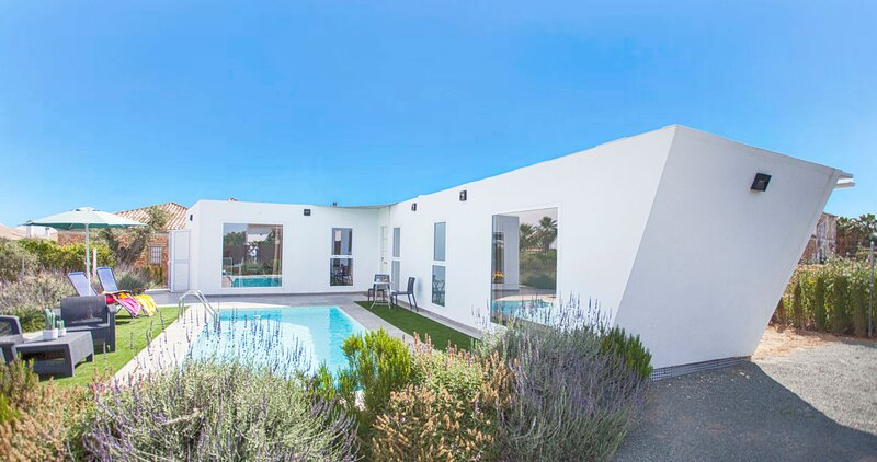 Armentia Original holiday home with pool. Ideal location to visit Andalusia., holiday rental in Marchena