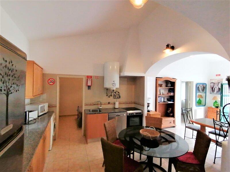 Villa V3 Albufeira,WIFI,BBQ,Park, location de vacances à Boliqueime