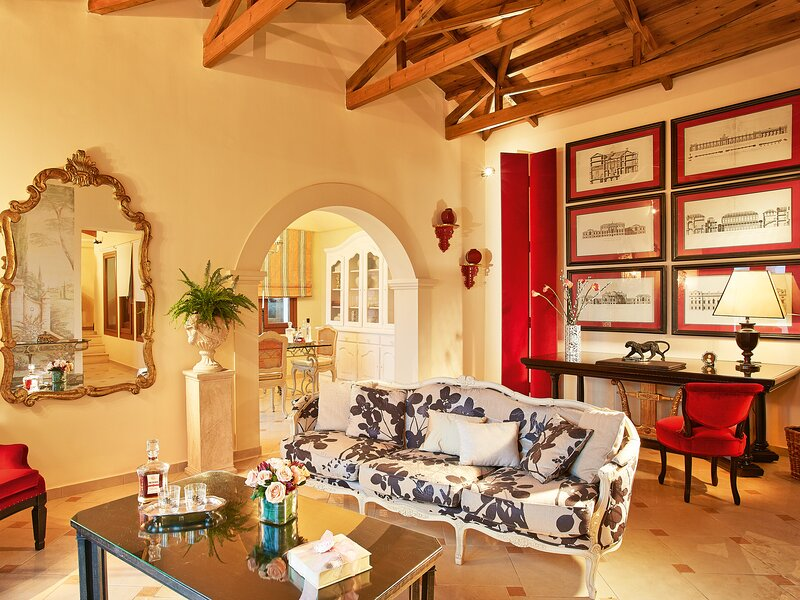 Palazzo Sissy with Private Pool, holiday rental in Kanálion