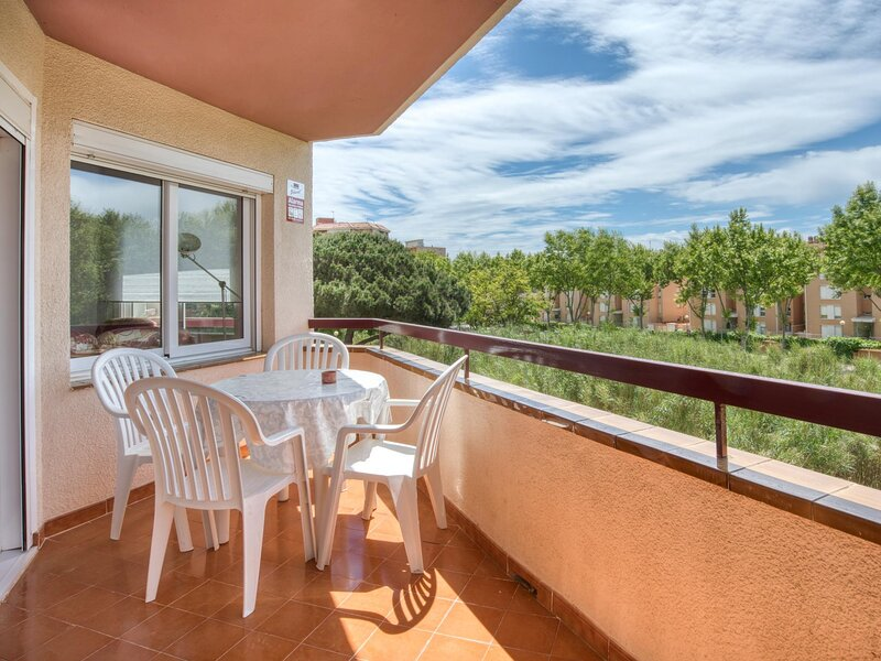 APARTMENT FOR 4 PEOPLE WITH POOL AND TERRACE NEAR THE BEACH AND SHOPPING AREA, holiday rental in Castell-Platja d'Aro