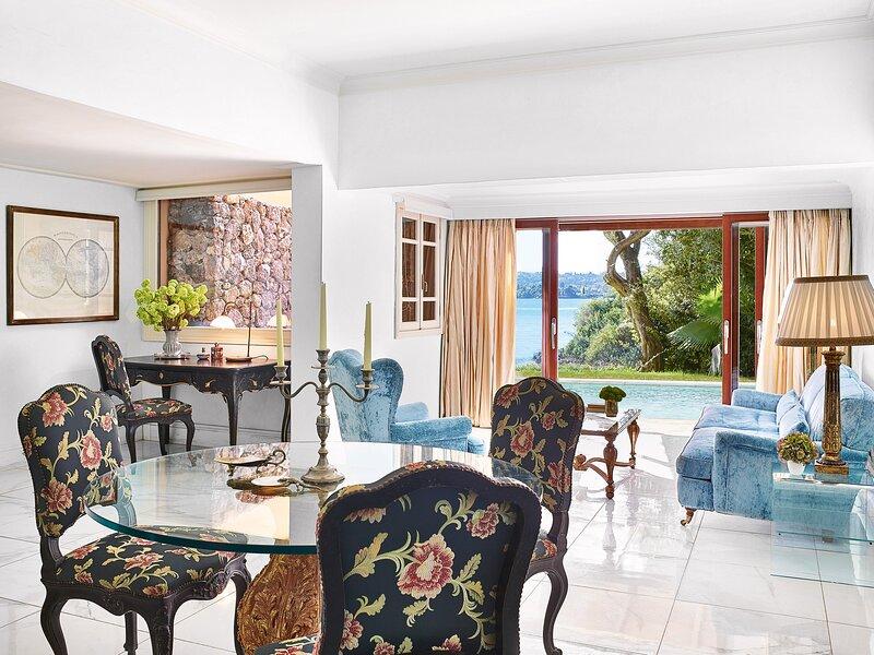 3-Bedroom Beachfront Villa Private Pool, holiday rental in Kanálion