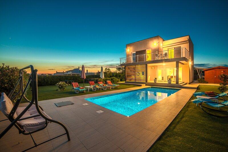 Villa Stefanja with pool, holiday rental in Galizana