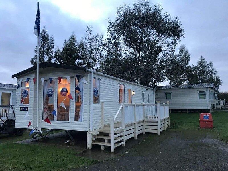 Beautiful 4 berth caravan at Carlton Meres Holiday Park in Suffolk ref 60003HF, aluguéis de temporada em Carlton