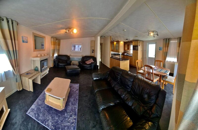 Beautiful 4 berth lodge for hire at Kessingland Beach in Suffolk ref 90036BV, holiday rental in Wrentham
