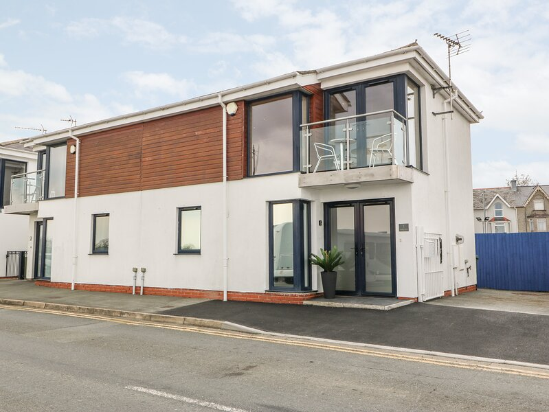 1 Marina View, Pwllheli, holiday rental in Efailnewydd