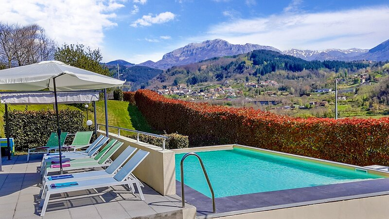 Franchi, spacious villa, private pool, mountain views, flexible changeover day!, holiday rental in Careggine